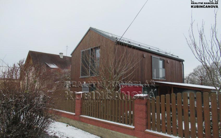 Nízkoenergetický rodinný dům 4+kk s pěknou zahradou